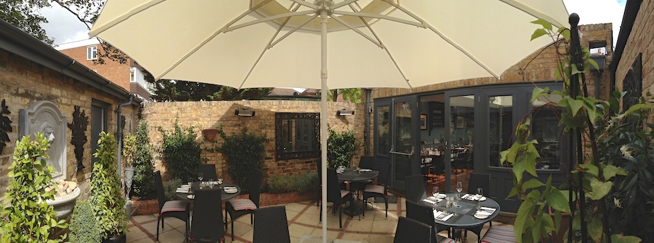 large-umbrella-bar-restaurant-garden
